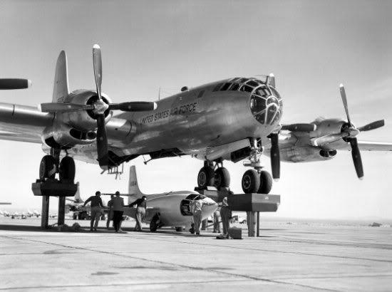 Boeing B-50 med eksperimental flyet Bell X-1