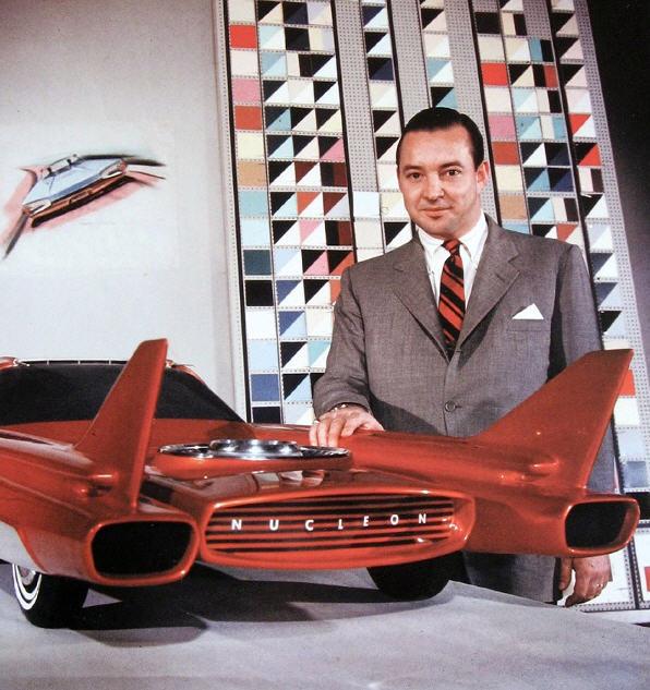 William Ford med en 3/8 model af Nucleon