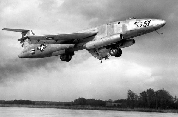 XB-51 med vingerne i landingskonfiguration