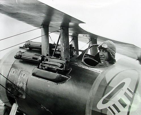 Det amerikanske es Eddie Rickenbacker i en Nieuport 28