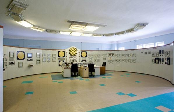 Kontrolrummet på Obninsk værket – minimalistisk 50er stil