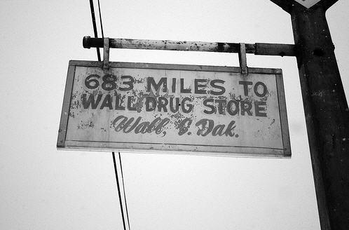 Wall Drugstore ven en BERØMT attraction, kendt for sine mange skilte
