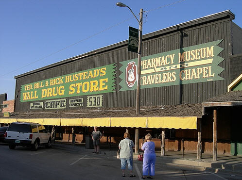 Wall Drug Store (Mother of Roadside Attractions) lever i bedste velgående