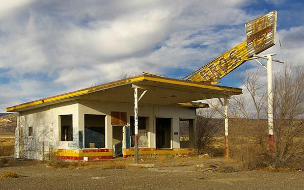 Endnu en lukket tankstation, hvor Route 66 engang løb