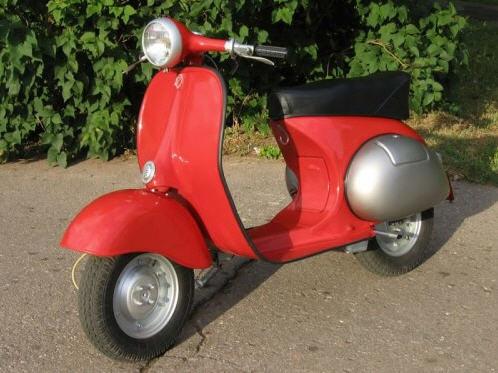 En ægte socialistisk scooter er naturligvis rød