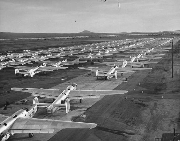 Spøgelseseskadrille på Kingman Air Field